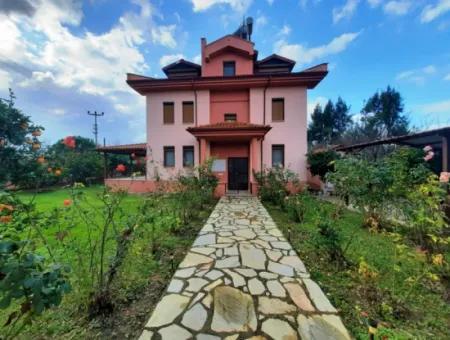 Muğla Ortaca Dalyanda Satılık 3 Katlı Müstakil Ev