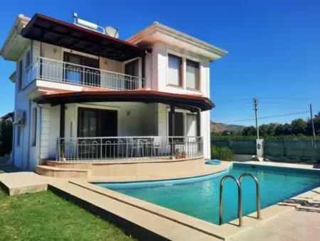 Muğla Ortaca Okçularda Satılık Yüzme Havuzlu 4+1 Eşyalı Müstakil Villa